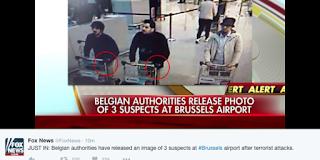 Τρεις άνδρες, με σκούρα μαλλιά, που σπρώχνουν καροτσάκια αποσκευών διακρίνονται σε αυτό το στιγμιότυπο, το οποίο δείχνει τους «υπόπτους» των επιθέσεων που προκάλεσαν τον θάνατο 14 ανθρώπων στο αεροδρόμιο, διευκρινίζει το Belga