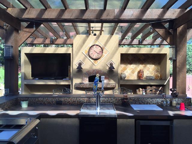 https://pixabay.com/photos/patio-cover-outdoor-kitchen-tile-1748372/