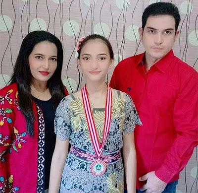 Mahesa Dinsi dan Keluarganya