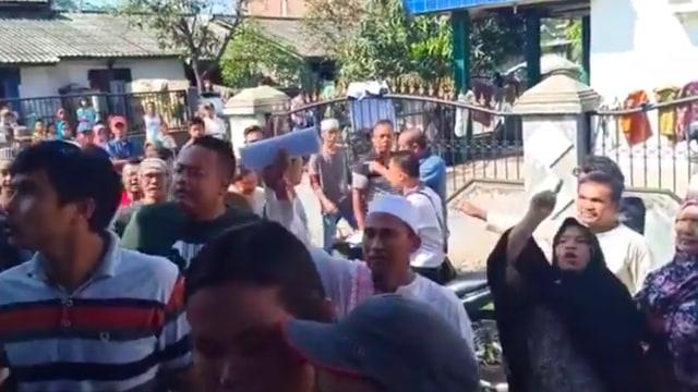 Gereja diserang oleh Warga yang Berbeda Keyakinan. (Foto: instagram/eunikeyulia)