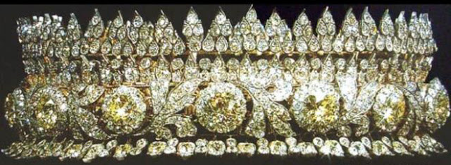 diamond tiara queen sirikit thailand van cleef and arpels