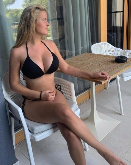 Mamas tão grandes que não cabem no bikini (parte 5)