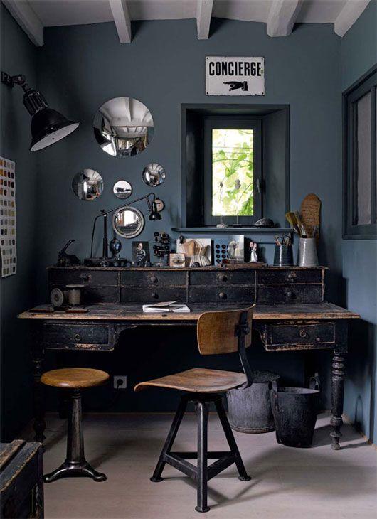 Oficina en casa con muebles vintage