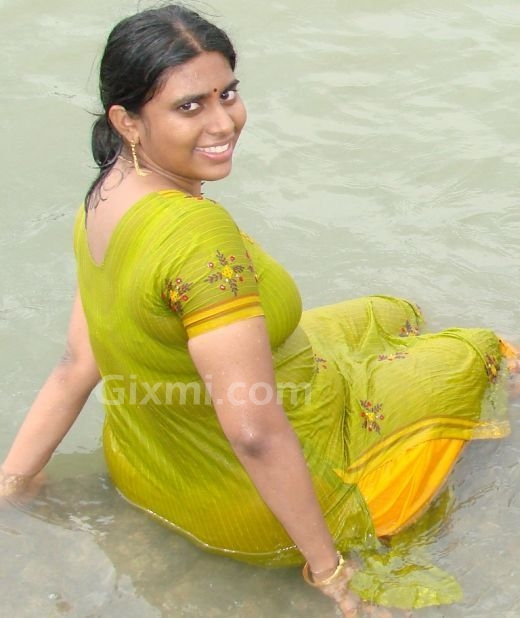 HOT DESI GIRLS: HOT MALLU GIRLS AND AUNTIES
