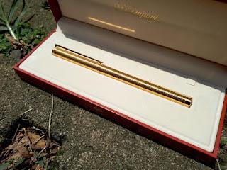 Pena Mewah S.T. Dupont Seri 5E5BC94 Classic 18K Gold Pen With Original Red Dupont Box