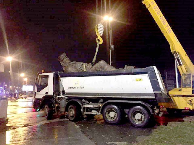 """Mazedonien: Nach den Straßenschildern entfernt das """"Regime"""" erste Statue"""