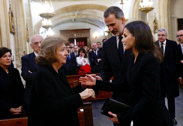 Queen Letizia wore Carolina Herrera black a-line belted coat, Gold And Roses double daga earrings