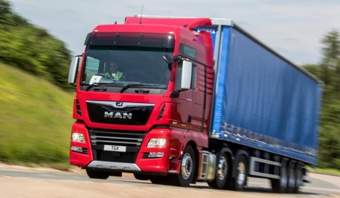Para combater a falta de motoristas, transportadoras inglesas aumentam salários em até 35%