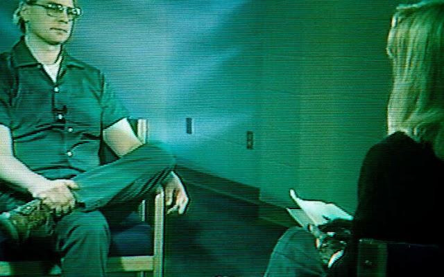 Δώρα από serial killers: Τι λέει ο άντρας που έπιανε φιλίες με τους δολοφόνους για να του στέλνουν αναμνηστικά