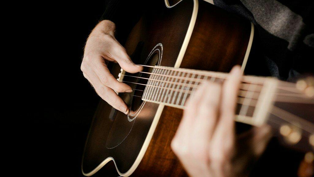 Tips dan Rekomendasi Memilih Gitar Akustik Mantab Harga Rp600 Ribuan