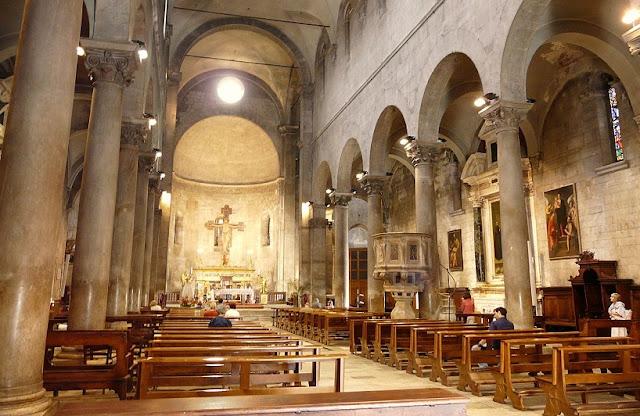 Sobre a Igreja de São Miguel no Fórum em Lucca