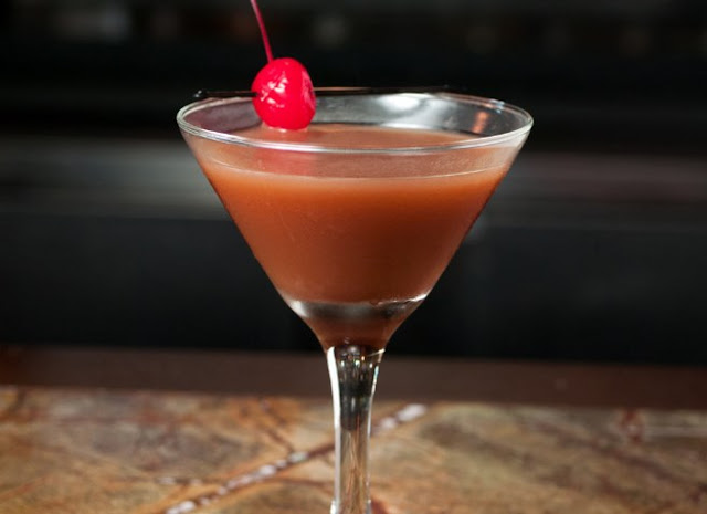 Chocolate Covered Cherry Martinis #drinks #alcohol