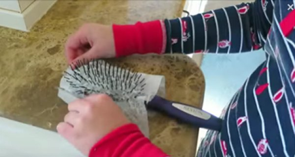 Every Morning She Puts A Wet Tissue On Her Hairbrush-When You See The Effect On Her Hair, You Will Immediately Try The Same! (Video)