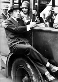 The Cameraman - Buster Keaton and Marceline Day (catch a bus)