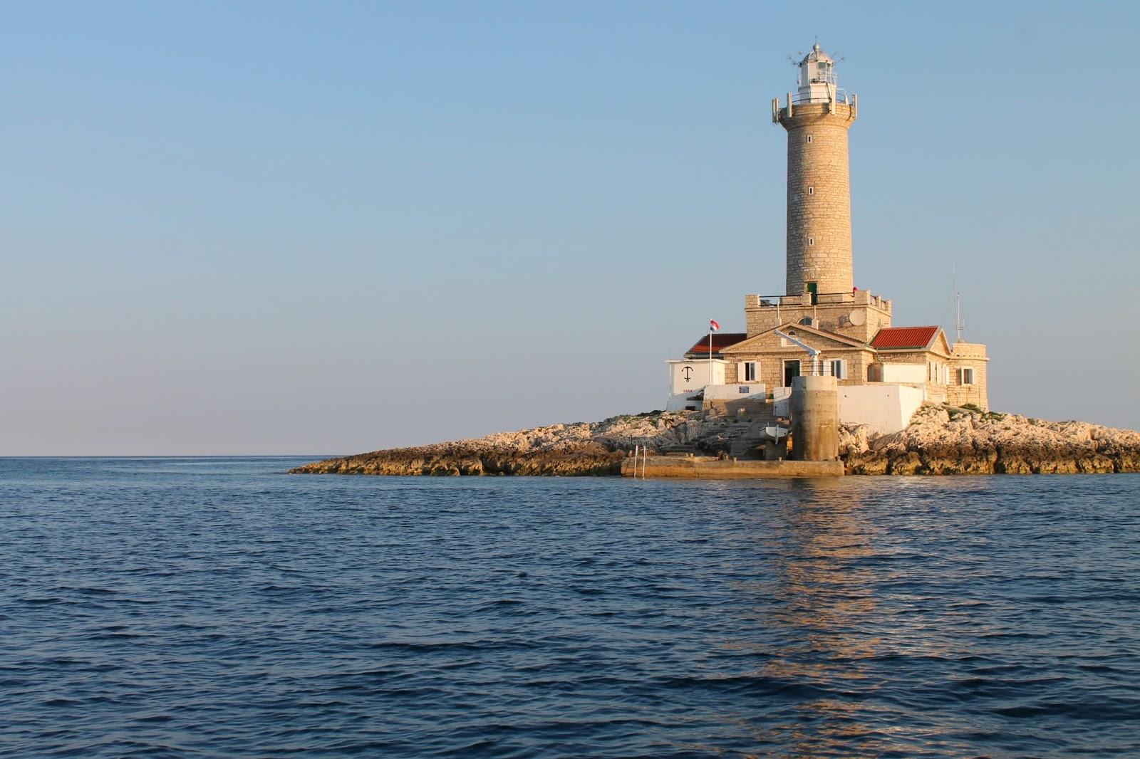 Pensieri in Viaggio: Dormire in un faro sul mare: un sogno che ...