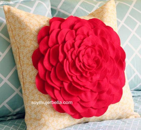 Cómo hacer un almohadón con flor con relieve