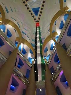 Tampil Hotel Mewah Burj Al Arab di Dubai - 14
