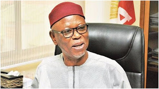 Politics: APC senator accuses Oyegun of plotting civilian coup against party, Buhari