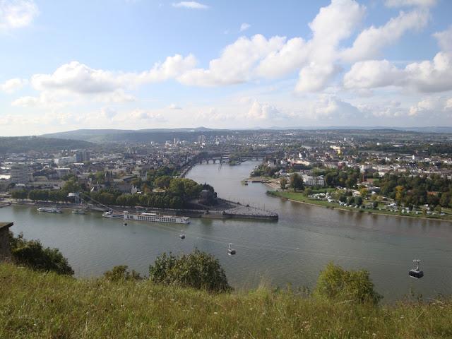 Esquina alemã em Koblenz - Deutsches Eck - Roteiro pelo Rio Mosel (Alemanha) com vinícolas