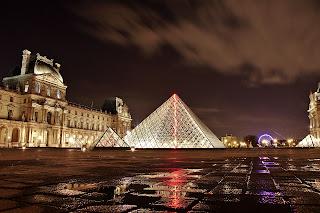 Foto pirámide Museo Louvre
