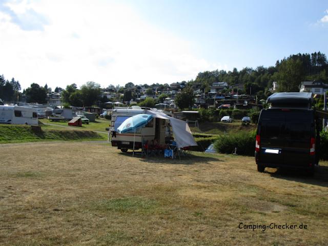 Terrassenförmig gelegener Campingplatz Seeblick.