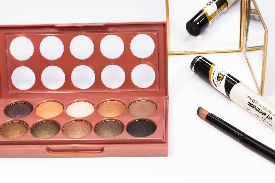 How to Give Evening Makeup an Extra Sexy Radiance Metallic Eye Makeup