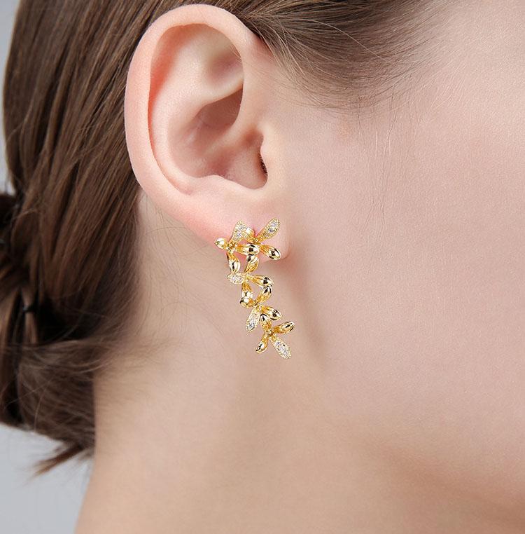 盛開不對稱金屬風耳環