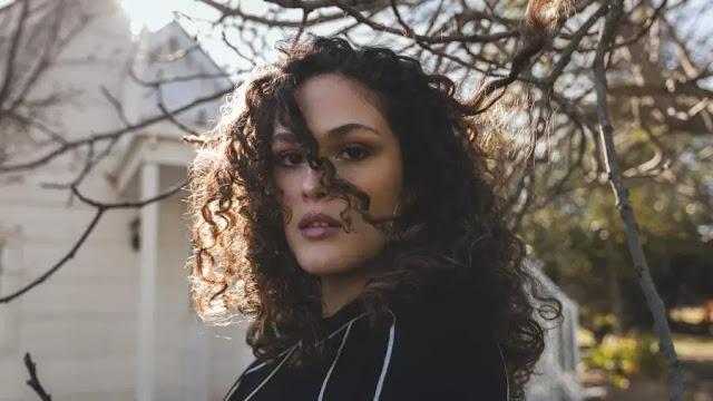 """""""Rompecabezas"""": conoce el debut de la joven cantante Sharon Mor"""