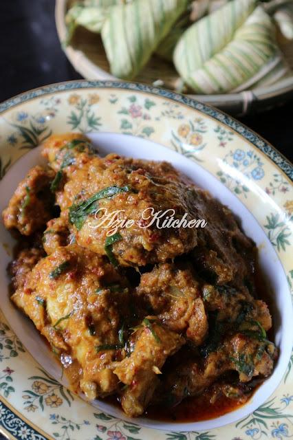 Rendang Ayam Untuk Dimakan dengan Ketupat Palas