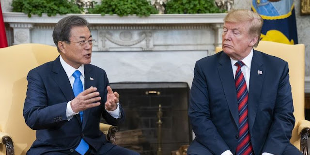 Moon Jae-in, Dilema Antara Donald Trump Dan Joe Biden