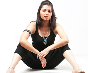 Hanging with the life: Yoga Aunty Busy In Practicing K-Sutra