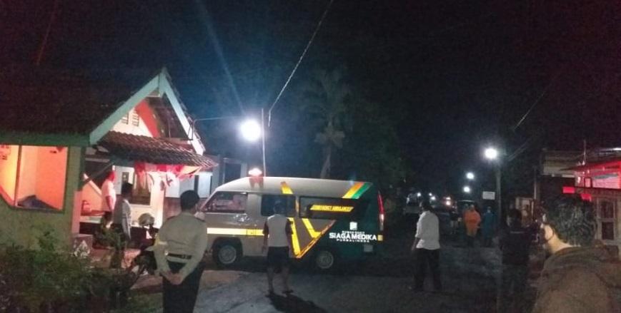 Malam Hari, Polsek Bobotsari Kawal Pemakaman Warga Positif Covid-19