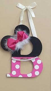 Litera nume botez tematic Minnie Mouse negru si roz cu buline, funda, perle si pene