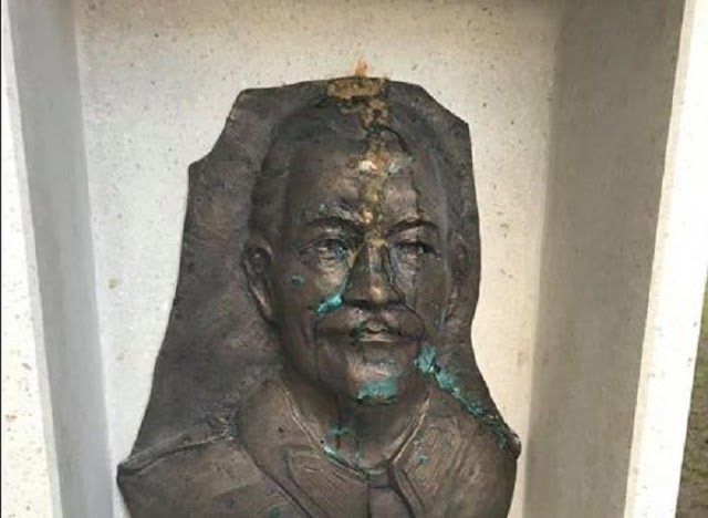 Feltehetően a patkány Gyurcsány pribékjei gyalázták meg Wass Albert csepeli szobrát