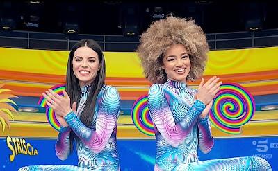 veline tuta colorata aderente Shaila e Mikaela Striscia la Notizia 22 aprile