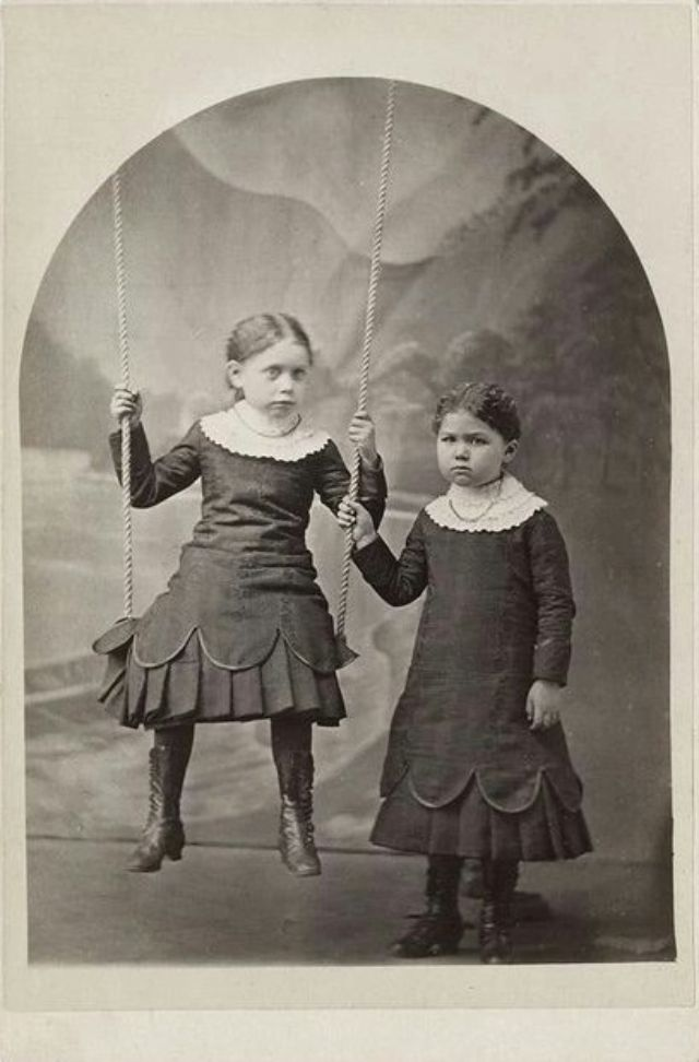 Extreem Victorian Postmortem Photography: The Myth of the Stand Alone  #XA59