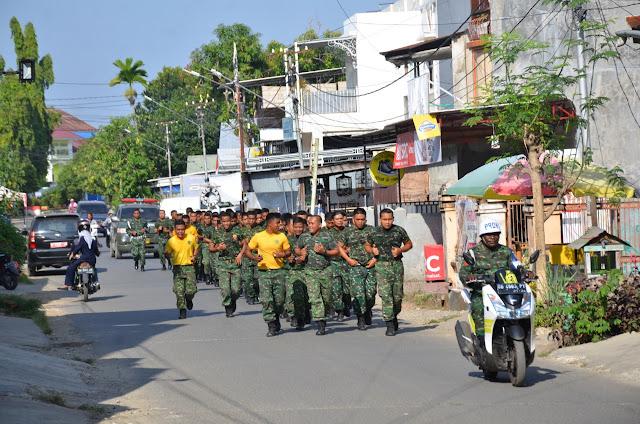 Prajurit Makorem 141/Tp Laksanakan Lari Jalan Mengitari Kota Watampone