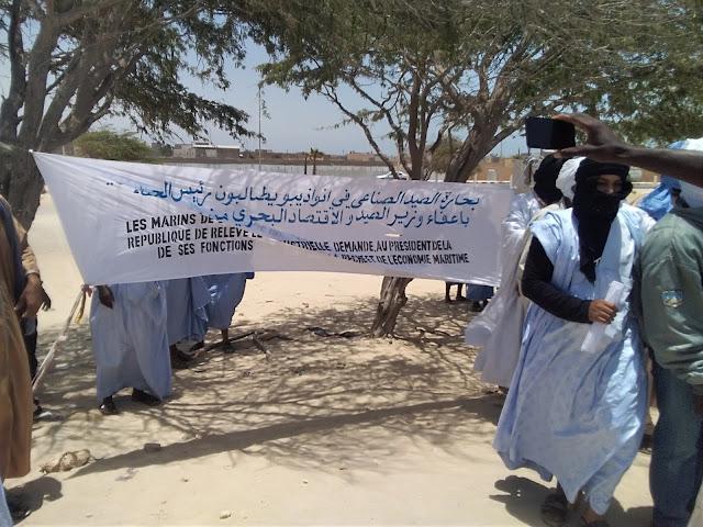 نواذيبو : البحارة يحتجون و يطالبون بإقالة وزير الصيد و تعجيل المفاوضات الجماعية..صور