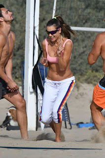 alessandra ambrosio plays beach volleyball 10 24 2020 13
