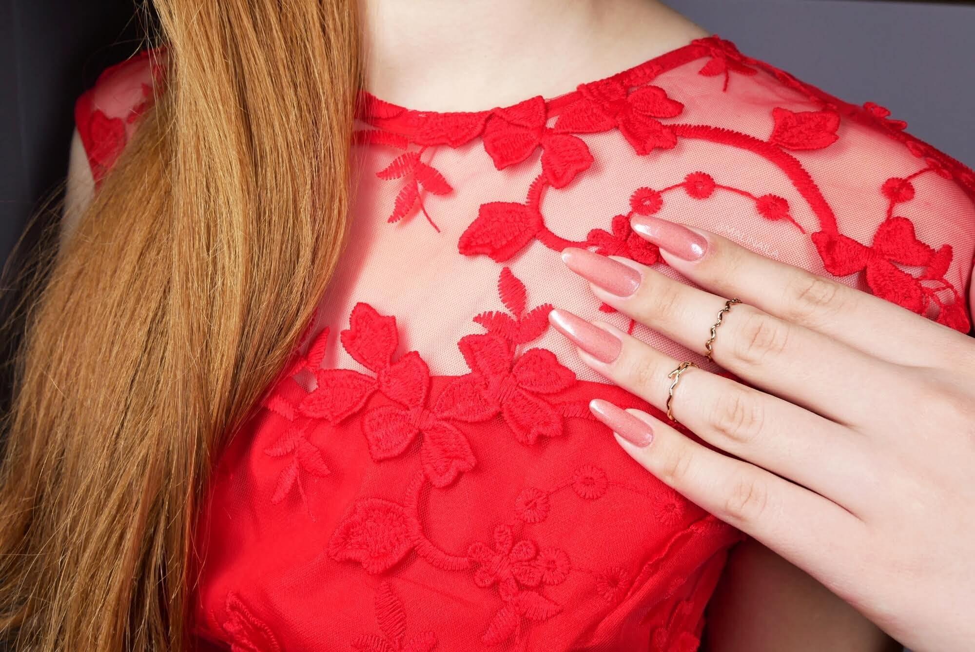 paznokcie do czerwonej sukienki