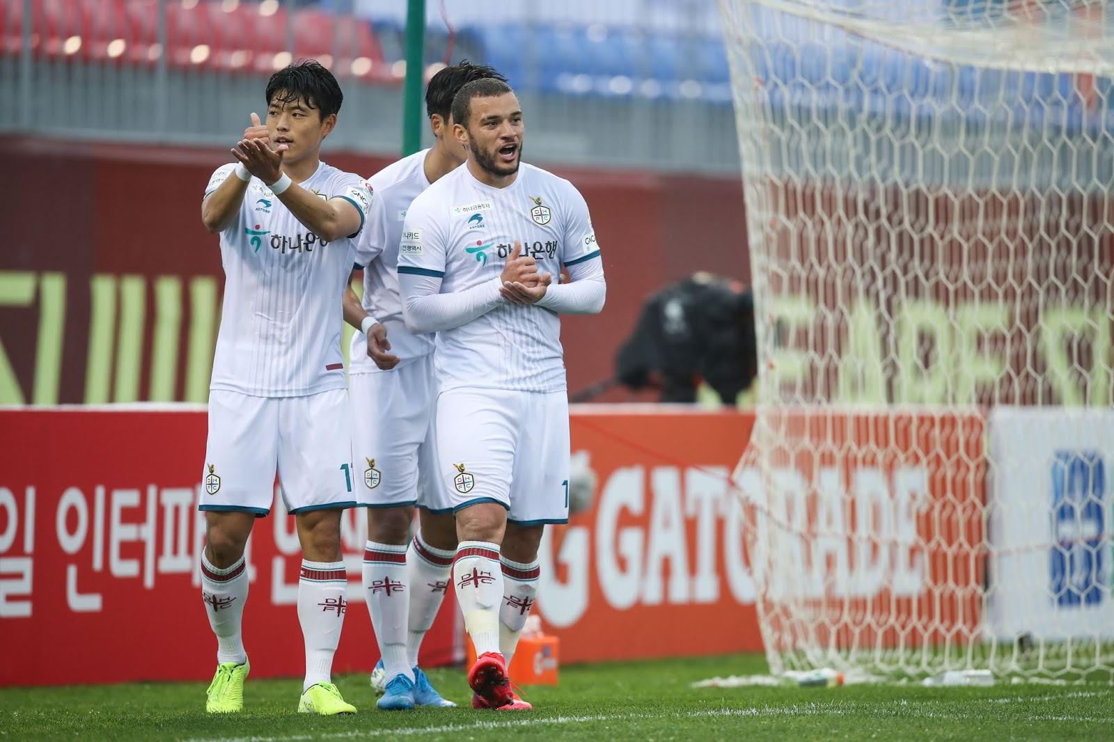 Andre Luis scores against Suwon FC on opening weekend.