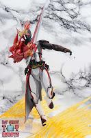 S.H. Figuarts Kamen Rider Saber Brave Dragon 28