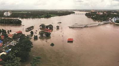 जहाँ एक तरफ केरला बाढ़ से जूझ रहा है वही केरला के मुख्यमंत्री गन्दी राजनीती में लगे हुए है .