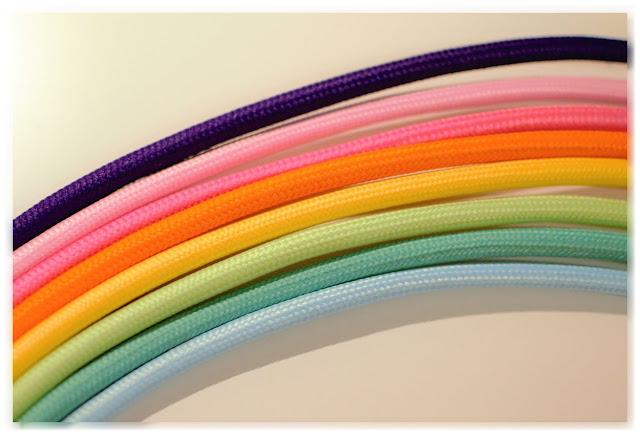 Arc-en-ciel de câbles électriques tissés colorés (de chez Lumière et déco)