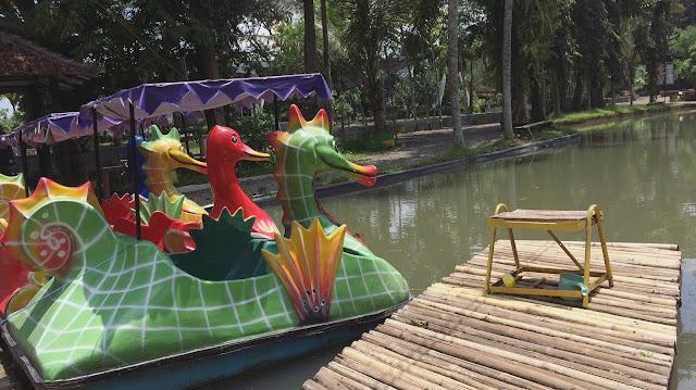 Salah satu permainan air di Taman Botani Sukorambi