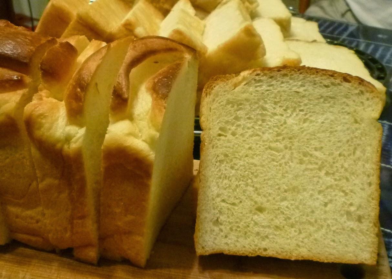 julia夢工廠: 煉乳奶油吐司~參考肉桂打噴嚏