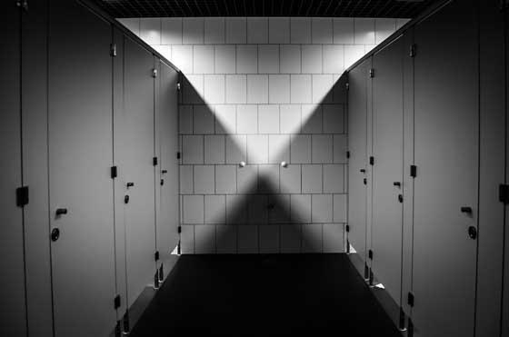 tips cara mendeteksi kamera tersembunyi di wc umum