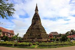 That Dam nero Stupa a Vientiane