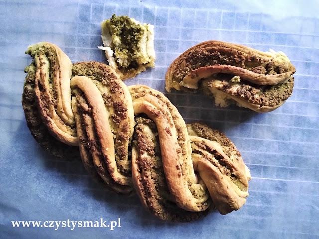 Chleb z pesto lubczykowo-pietruszkowym