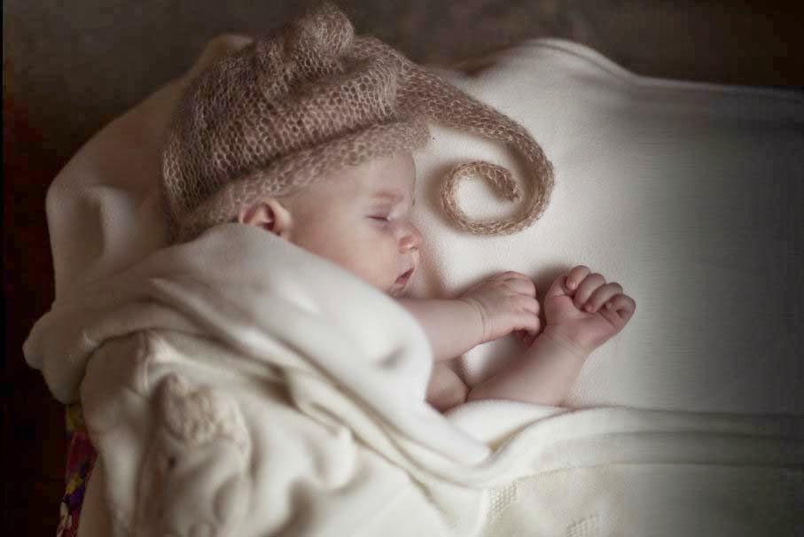 bebek-çocuk-uyku-yatakta